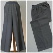 Pantalone dritto in viscosa, cotone e seta, con elastico; fatto a mano.