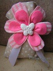 Sacchetto porta confetti con fiore in feltro