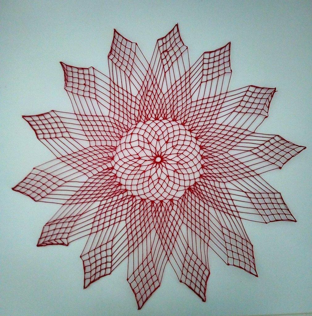 centro filet -stella 14 punte rossa