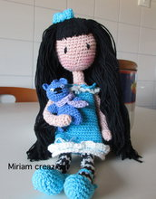 Bambolina Amigurumi con orsetto ( stile gorjuss)