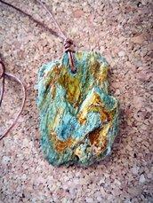 Collana con ciondolo in pietra
