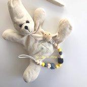 Catenella portaciuccio con perle in silicone e legno toni grigio/giallo modello unisex