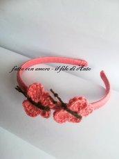 Cerchietto rivestito a mano con lana con farfalle