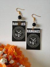 Ramones orecchini pendenti di carta con ciondolo a forma di rettangolo e perline nere