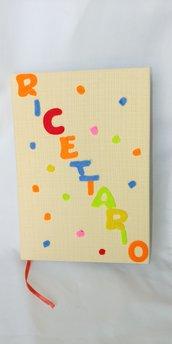 Allegro Ricettario foderato di tessuto giallo con letterine di pannolenci da tenere se mpre nella vostra cucina