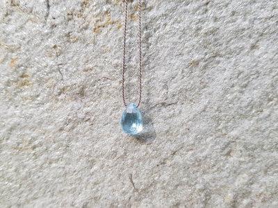 collana in pura seta con piccolo pendente in pietra. Topazio azzurro. Pendente topazio, collana fatta a mano