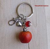 Portachiavi mela in fimo creata a mano