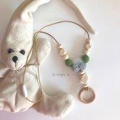Collana allattamento/dentizione con anello in legno e perle in legno Sul tono verde
