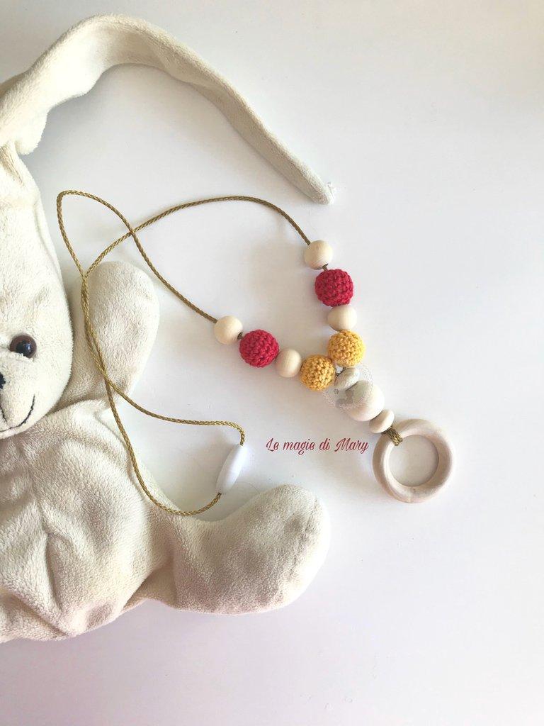 Collana allattamento/dentizione con anello in legno e perle in legno Giallo/rosso