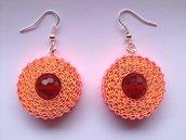 Orecchini pendenti rossi e arancioni fatti a mano con cartoncino ondulato e mezzicristalli