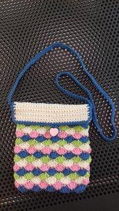 BORSETTA per bambina con tracolla e bottone realizzata in puro cotone all'uncinetto