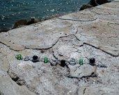 bracciale con perle nere e cristalli verdi