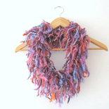 Sciarpa circolare- Sciarpa a uncinetto  - sciarpa fatta a mano - collo di maglia - collana di maglia