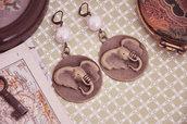 Orecchini etnici elefanti bronzo perle barocche - Idea regalo amanti viaggi - Shabby vintage stile