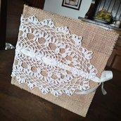 Agenda portafoto con tela juta e pizzo crochet.