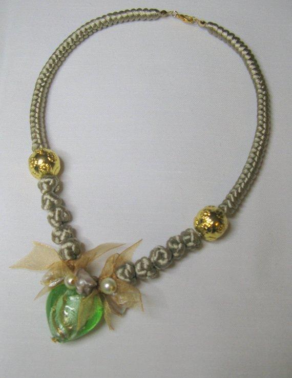 Girocollo con vetro di Murano - Collana con cuore verde - vetro Murano - perle Veneziane - collana con nodi