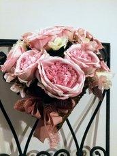Cornucopia di fiore artificiale