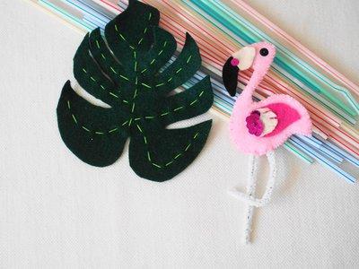 Fenicottero e Foglia Tropicale.Feltro.Decorati con paillettes -ricamo a mano.Realizzabile spilla per cuscino,borsa.Regalo.Bomboniera.Colore!