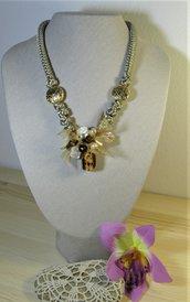 Collana con nodi e perla di Murano, madreperle e organza