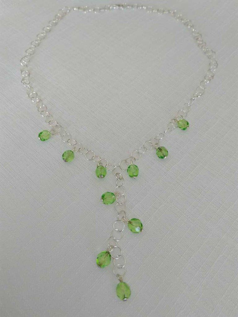 collana con catena in argento 925 e mezzo cristallo colore verde
