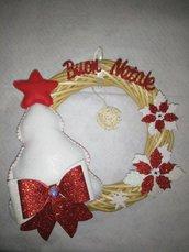 Fuori porta natalizio in vimini con decorazioni in gomma eva.