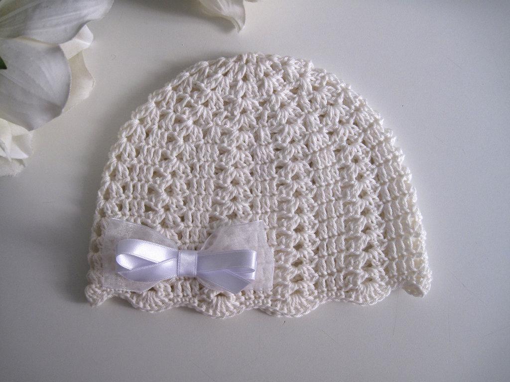 Cappellino Neonata Uncinetto Cotone Avorio Fiocco Raso Bianco B