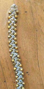 Bracciale realizzato ad uncinetto con doppio filato lame' oro ed argento e mezzi cristalli oro opaco