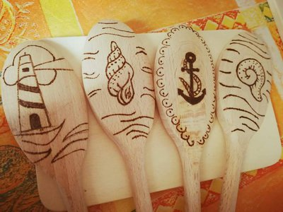 cucchiai in legno pirografati