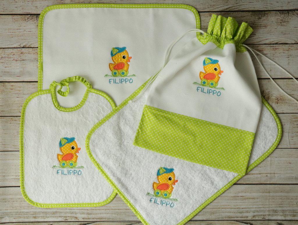 SET ASILO PERSONALIZZATO con nome e disegno: sacca + bavaglino + asciugamani + tovaglietta