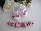 Set coordinato neonata scarpine uncinetto cotone bianco / fascetta raso rosa antico