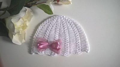 Cappellino neonata uncinetto cotone bianco / fiocco raso rosa antico