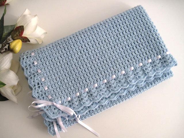 Copertina neonato uncinetto celeste azzurra fatta a mano lana merino idea regalo corredino nascita battesimo cerimonia