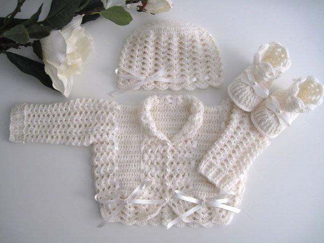 Coordinato golfino maglioncino cappellino scarpine neonata uncinetto color panna lana merino fatto a mano idea regalo corredino nascita battesimo cerimonia handmade crochet