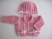 Coordinato golfino maglioncino cappellino neonata uncinetto color rosa raso bianco lana merino fatto a mano idea regalo corredino nascita battesimo cerimonia handmade crochet