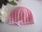 Cappellino neonata uncinetto lana merino color rosa nastro bianco fatto a mano idea regalo corredino nascita handmade crochet