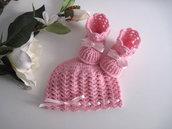 Coordinato cappellino scarpine neonata uncinetto lana merino color rosa fiocco rosa fatto a mano idea regalo corredino nascita battesimo cerimonia handmade crochet