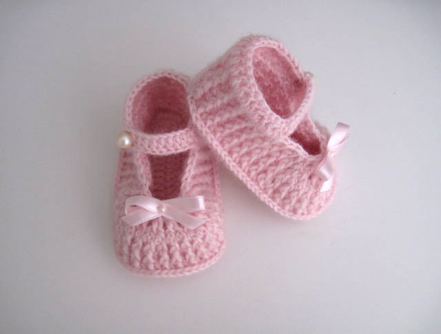 Scarpine scarpette neonata uncinetto color rosa chiaro fatte a mano lana idea regalo corredino nascita cerimonia battesimo handmade crochet