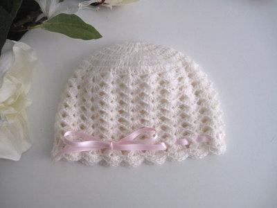 Cappellino neonata uncinetto lana merino color panna fiocco rosa tenue fatto a mano idea regalo corredino nascita battesimo cerimonia handmade crochet