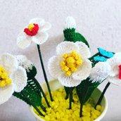 Vaso fiori e farfalle