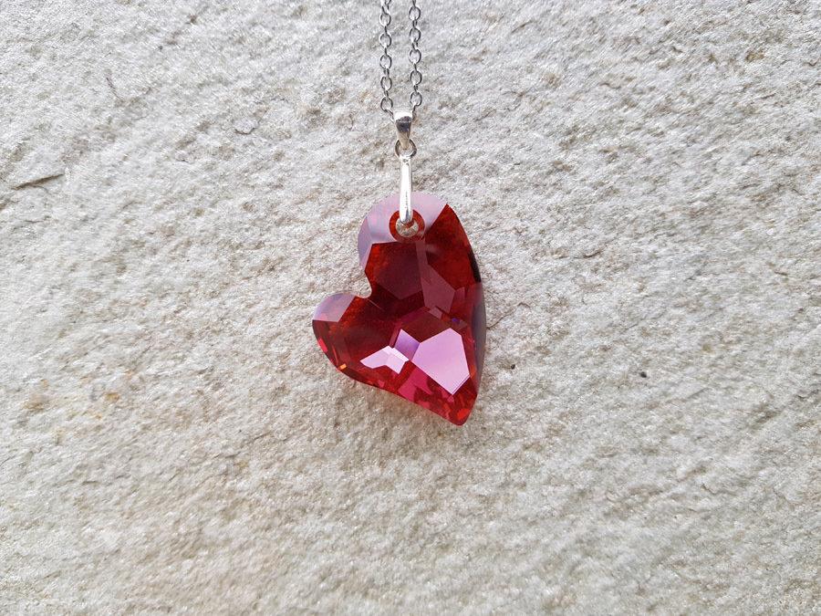 Collana con pendente cuore in cristallo Swarovski. Ciondolo in cristallo Swarovski. Ciondolo a forma di cuore