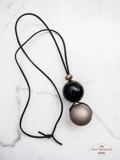 Collana con grandi perle in legno dipinte a mano