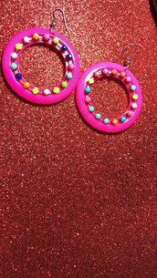 Orecchini cerchio con pietre colorate