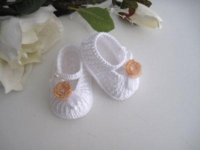 Scarpine neonata uncinetto bianche fiore beige fatte a mano cerimonia nascita battesimo idea regalo handmade cotone crochet