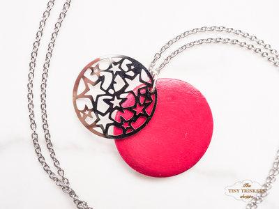 Collana con pendente in legno e charm di stelle, catena nickel free in acciaio inossidabile