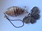 Ciondolo per borsa con farfalla e cartone fatto a mano