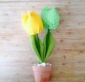 vasetti di tulipani in stoffa