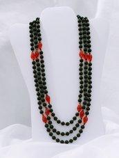 """Collana corta multifilo con perle e cristalli """"Nerosso"""""""