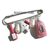 Spilla Dentista - infermiera - assistente con dente, spazzolino e tubetto di dentifricio - handmade kawaii