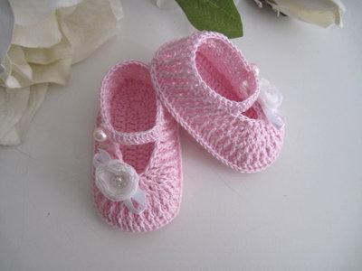 Scarpine neonata uncinetto rosa porpora fiori bianchi fatte a mano cerimonia nascita battesimo idea regalo cotone handmade uncinetto