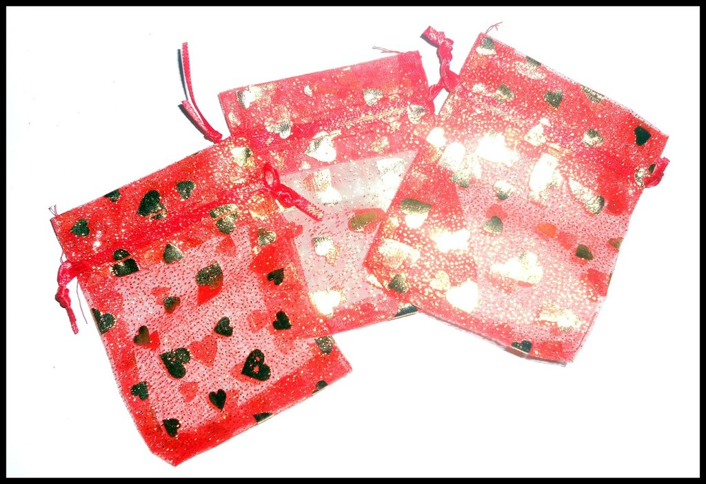 5 sacchettini di organza rossi con cuoricini dorati
